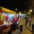 Os food trucks estão atraindo dezenas de pessoas para a Praça Manoel de Barros