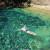 Depois de uma longa caminhada o mergulho no Poço Azul é inevitável